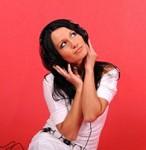ヘッド2woman-with-headphones-listening-to-music_21288797